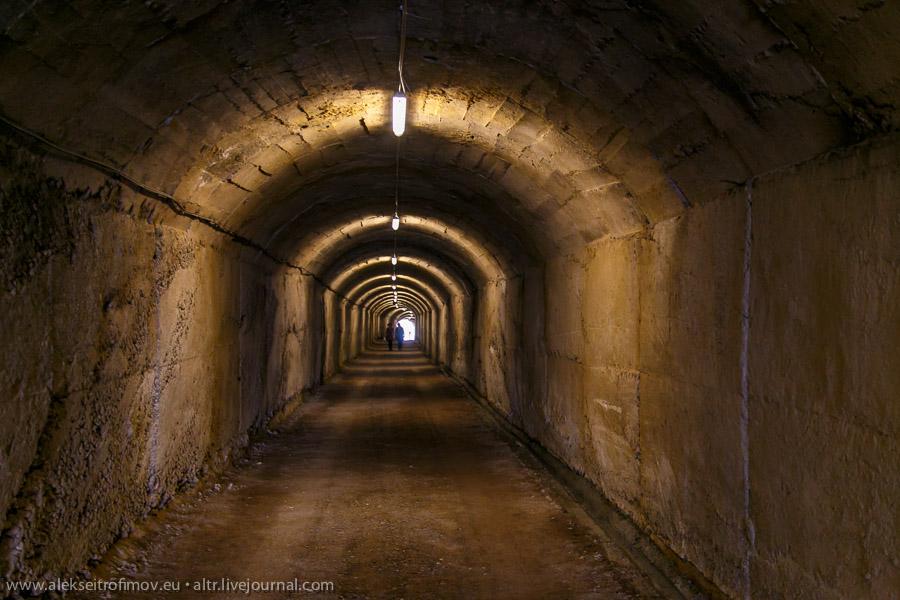 Торжество коммунистической паранойи: гигантский подземный бункер в Тиране
